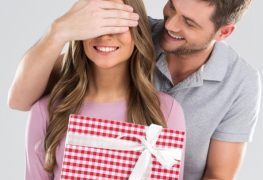 The Best Gifts to Get Her (Based on How Long You've Been Dating)